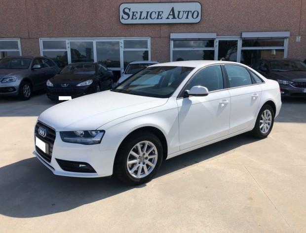 Audi A 4 Berlina (18)